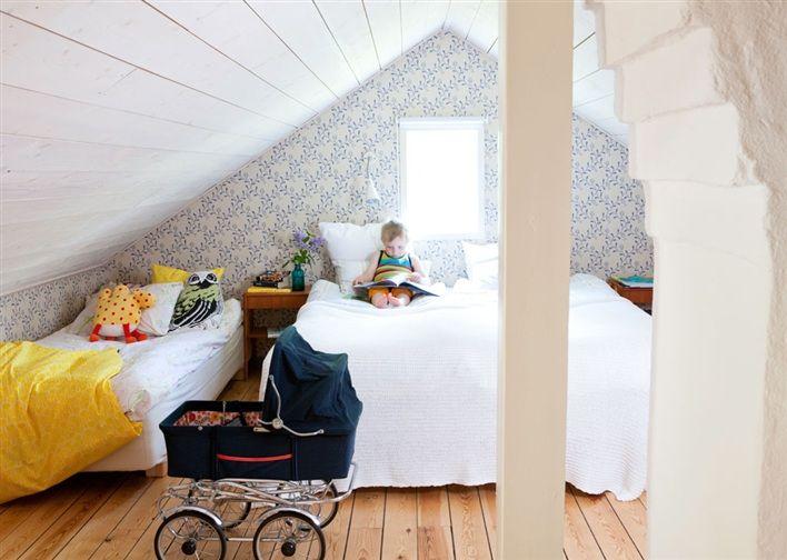 Sovrum på vinden i torpet To dress me and my home Pinterest Sovrum, Inredning och Sök
