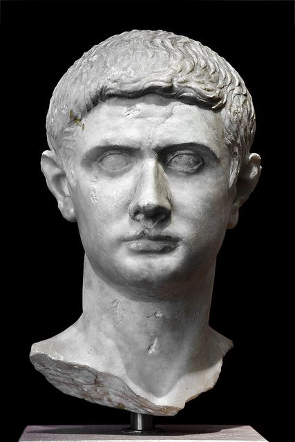 marcus junius brutus notes Marcus junius brutus (early june 85 bc - late october 42 bc), usually referred to as brutus, was a politician of the late roman republic he is best known for his leading role in the assassination of julius caesar.