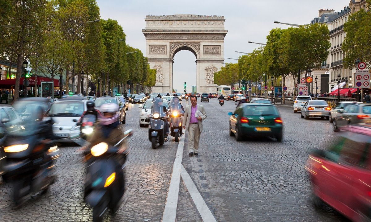 Paris to launch electric moped hire scheme Paris, Champs