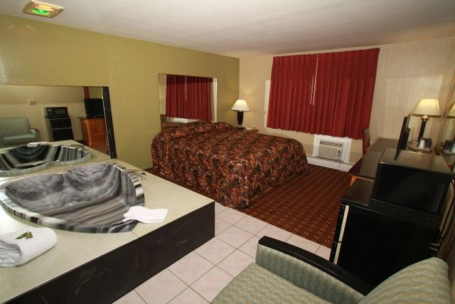 At Budget Inn in Cicero, New York, we provide exclusive Jacuzzi ...