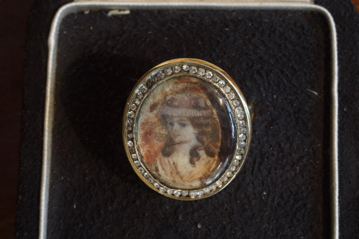 Unusual 19th Century ring with a delicate vermeil miniature, portrait of a lady in its geniune case. For sale on Proantic by A.G.L Antiquités. #19thcentury   #ring