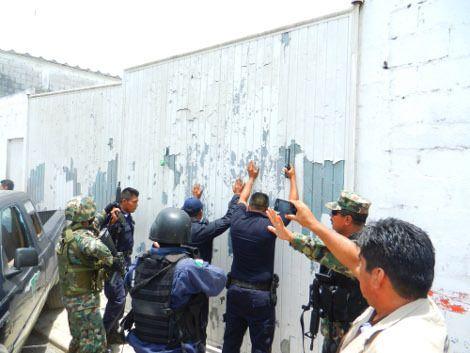 Bodegas con despensas del PRI en Catemaco: custodiadas por policías