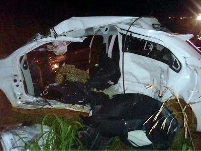 Um motorista de 27 anos e o filho dele, de 9, morreram após um acidente  na noite da última quin...