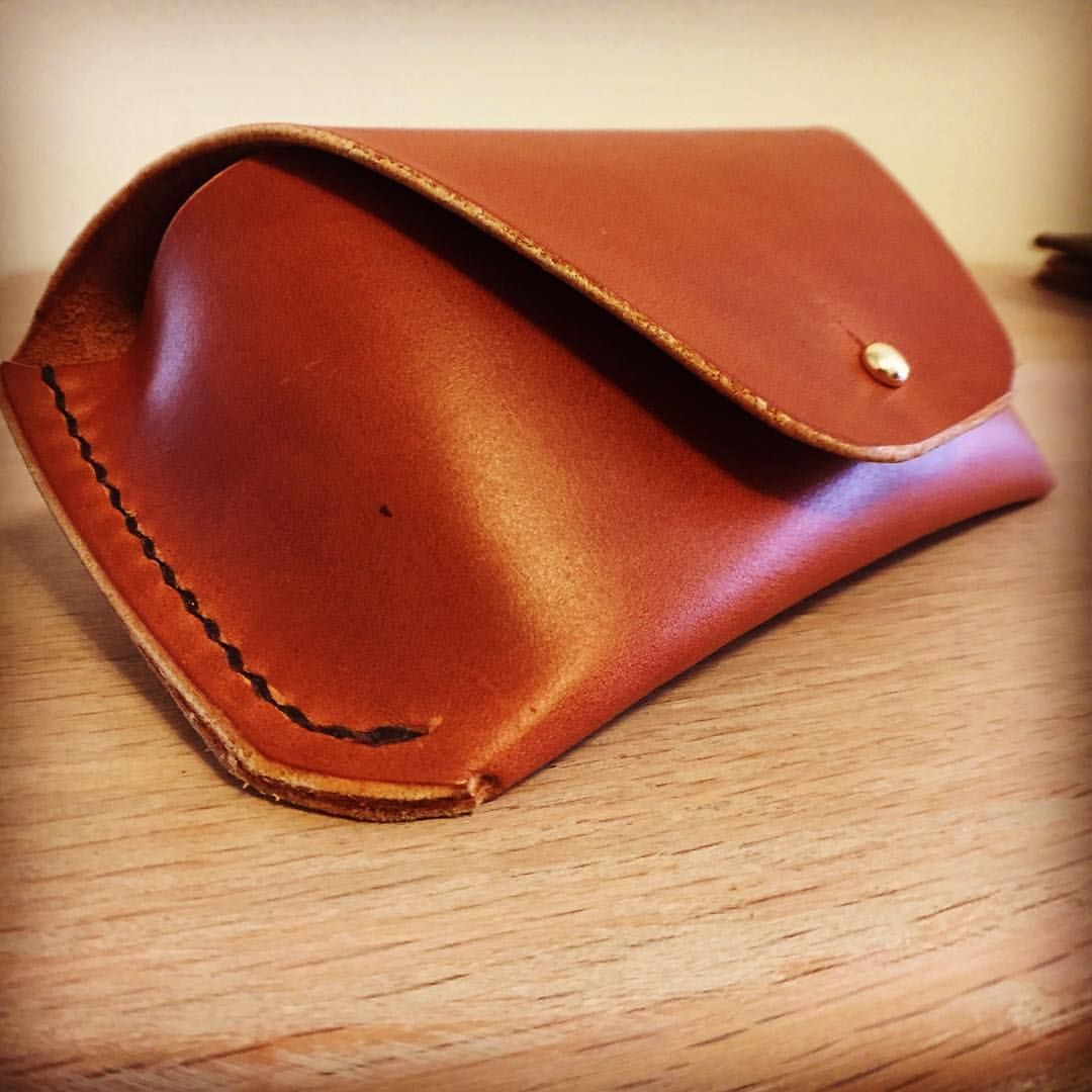 Handmade leather goods made in the USA with Horween and other US tanneries  material. These e527fbcea
