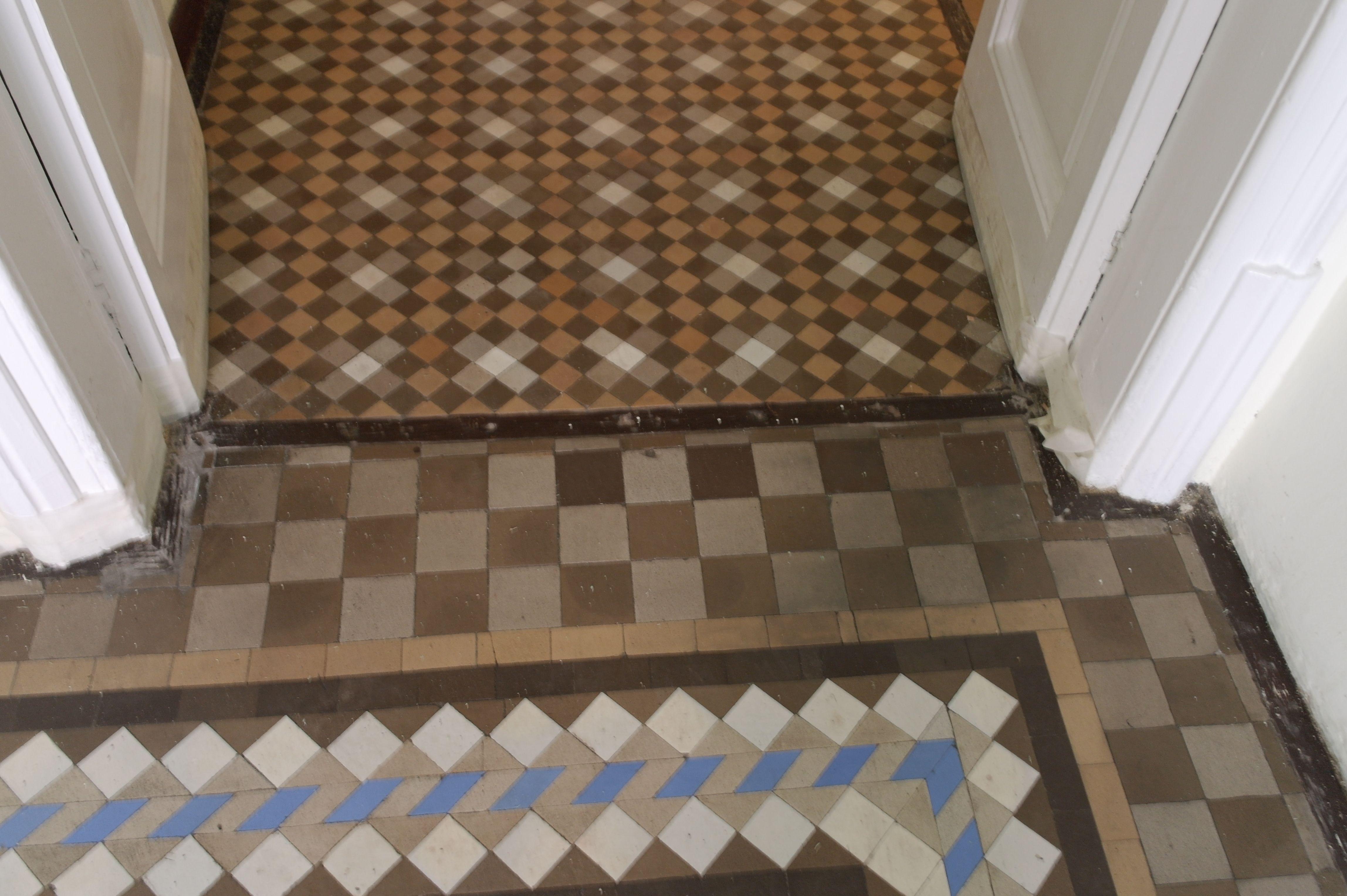 Un Mosaico De Nolla Restaurado En Www Suelosantiguos Com Suelos  ~ Como Limpiar Suelo Hidraulico Antiguo