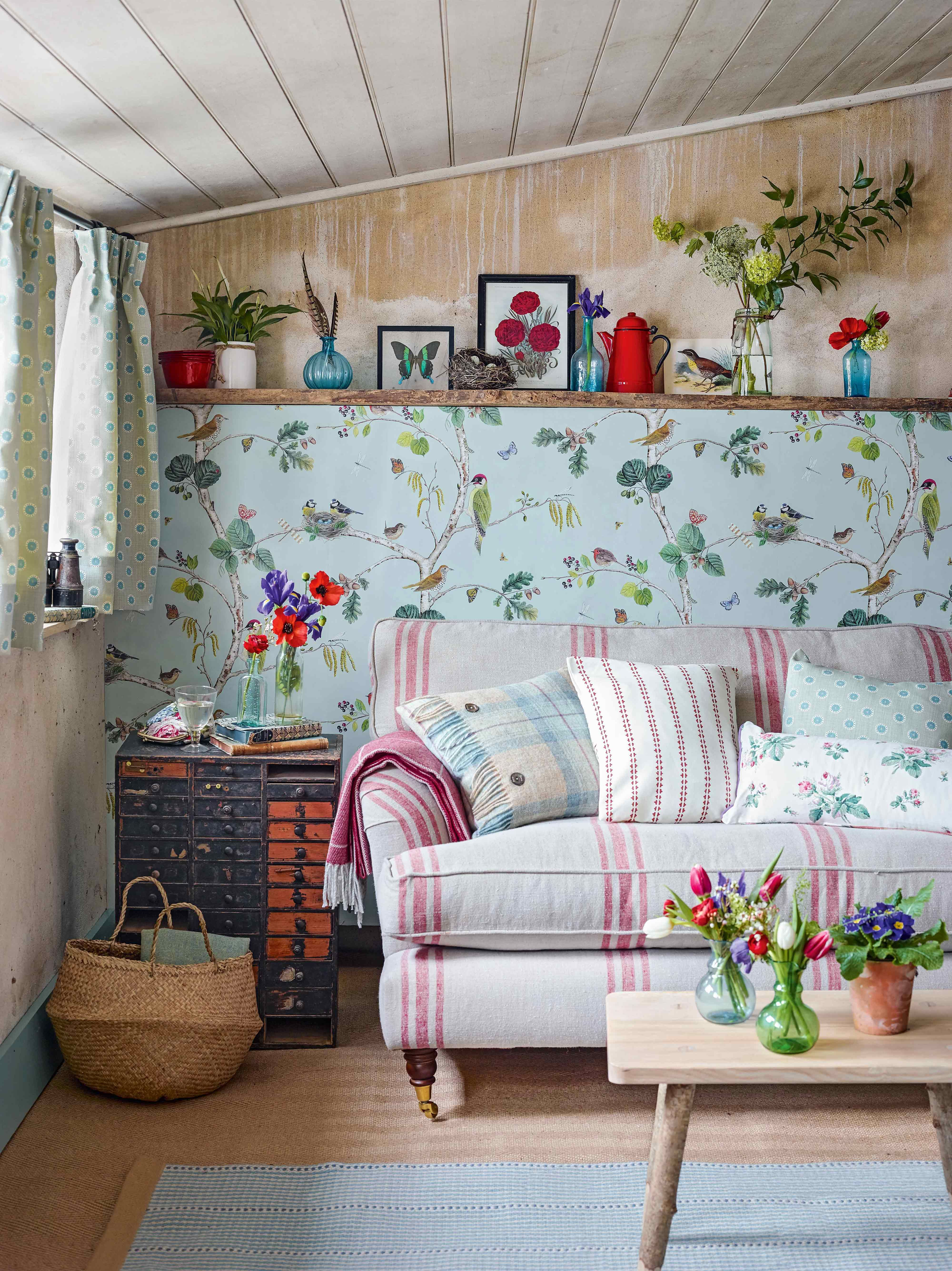 Beautiful Vintage Style Living Room With Tongue And Groove Ceiling Pretty Bird Themed Wallpap Wallpaper Living Room Country Living Room Country House Interior #vintage #style #living #room
