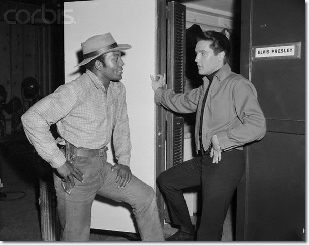 Jim Brown Dating >> Jim Brown With Elvis Presley On The Set Of Roustabout