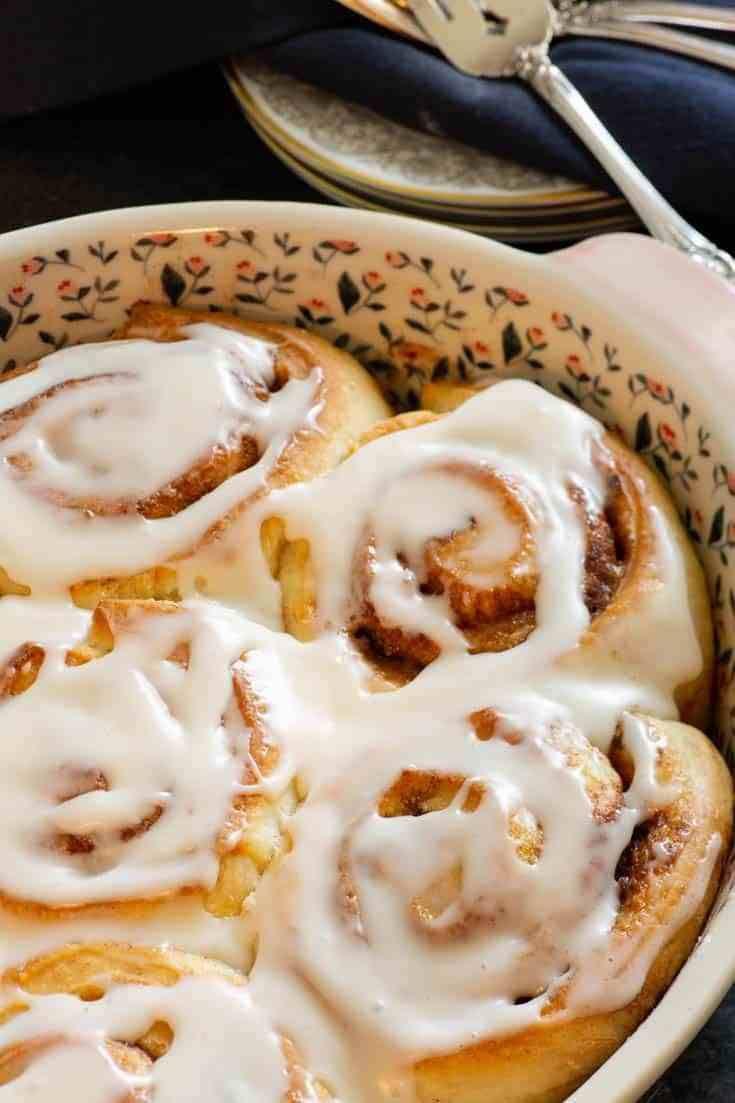 Make ahead Pioneer Woman's Cinnamon Rolls | Butter & Baggage
