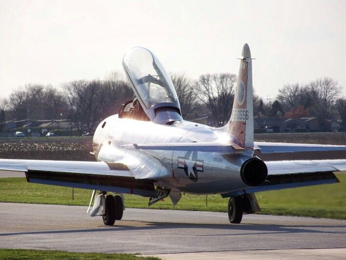 Lockheed T 33a Shooting Star Flown By Vlado Lenoch Taxiing Out To Take Off At The 2016 Avenger Gathering In Peru Illinois Lockheed Fighter Jets Shooting Stars