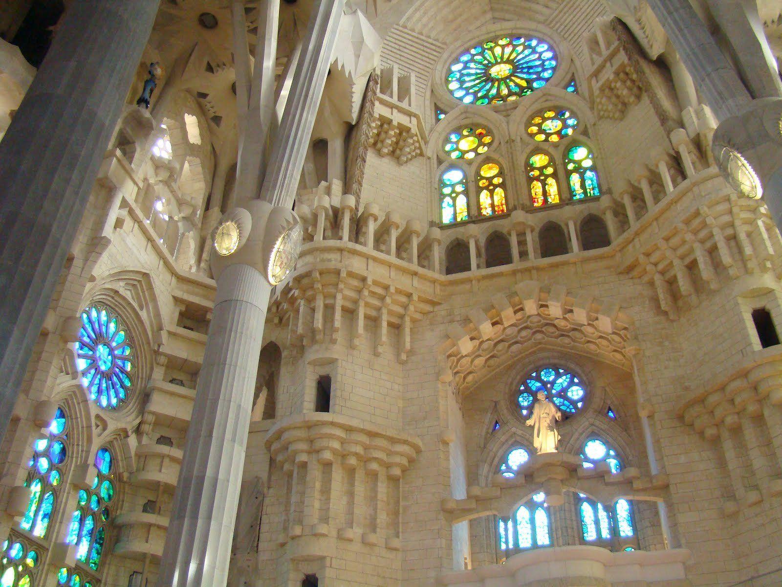 Interior de la sagrada familia de gaud hd fondoswiki for La sagrada familia interior