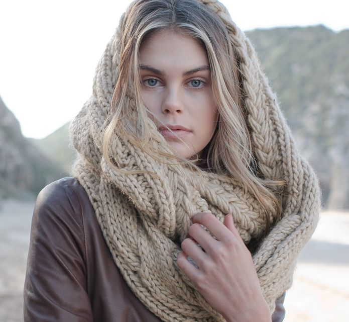 Pin by Wolle Tom on My Style | Knitted, Scarf, Knitted scarf