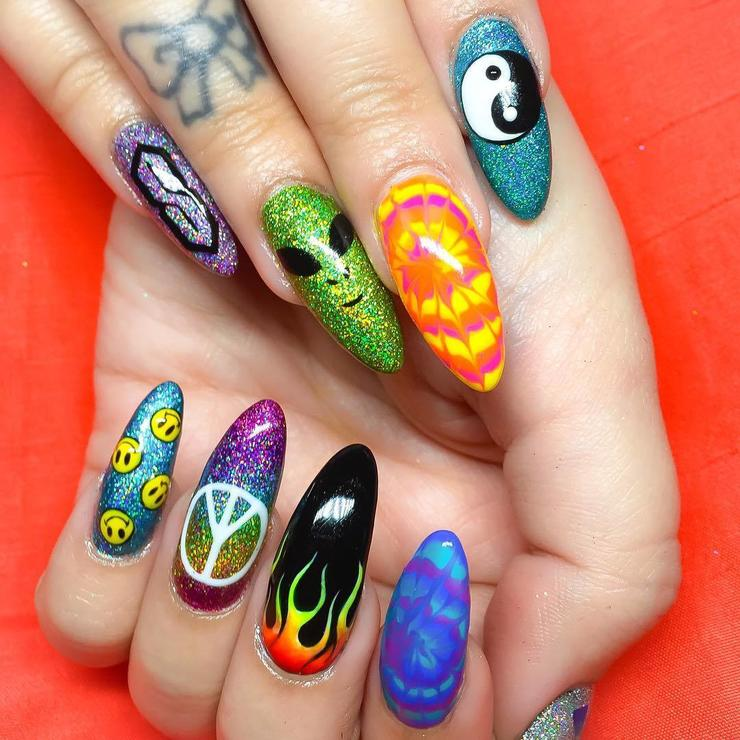 20 Manicure Ideas That Totally Nail 90s Nostalgia In 2020 Alien Nails 90s Nails Peace Nails