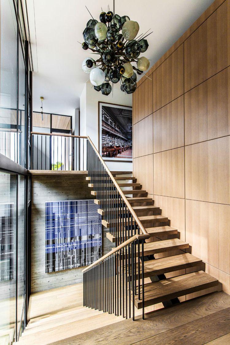 holz-innen-aussen-treppe-lampe-modern-design-wandverkleidung | Haus ...
