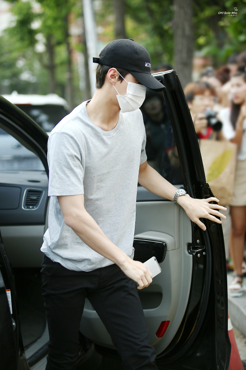 Sehun - 160610 KBS Music Bank, commute Credit: Oh! Solemio. (KBS 뮤직뱅크 출근길)