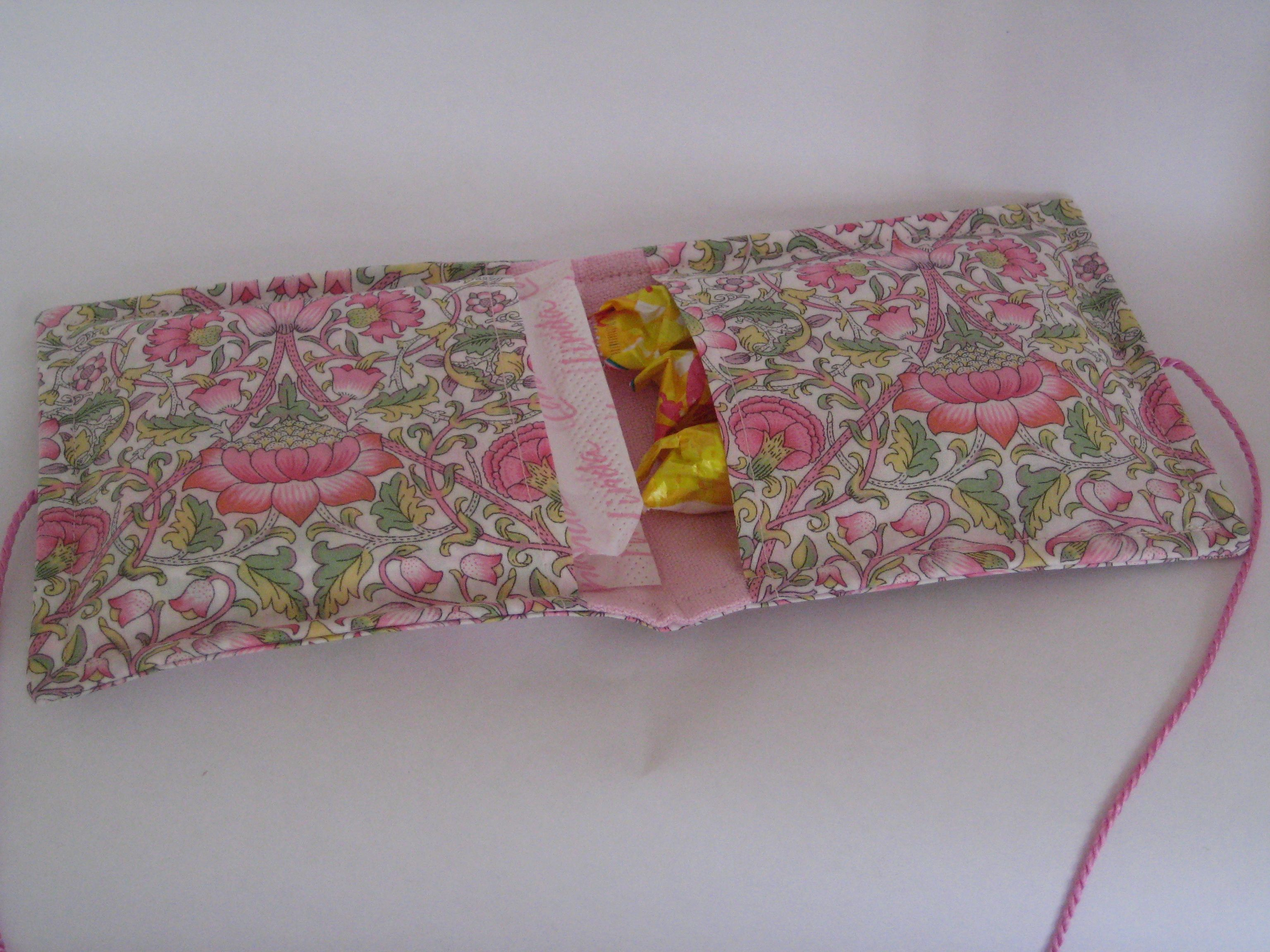 sanitary pouch (Liberty fabric) www.abricot-et-lavande.ch