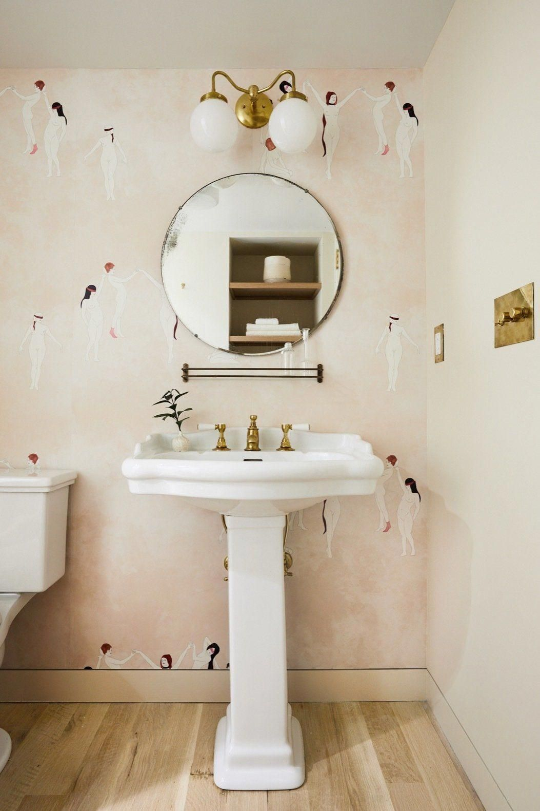 45 Hanging Bathroom Storage Ideas For Maximizing Your Bathroom Space Badezimmer Tapete Badezimmer Dekor Badezimmer Renovieren