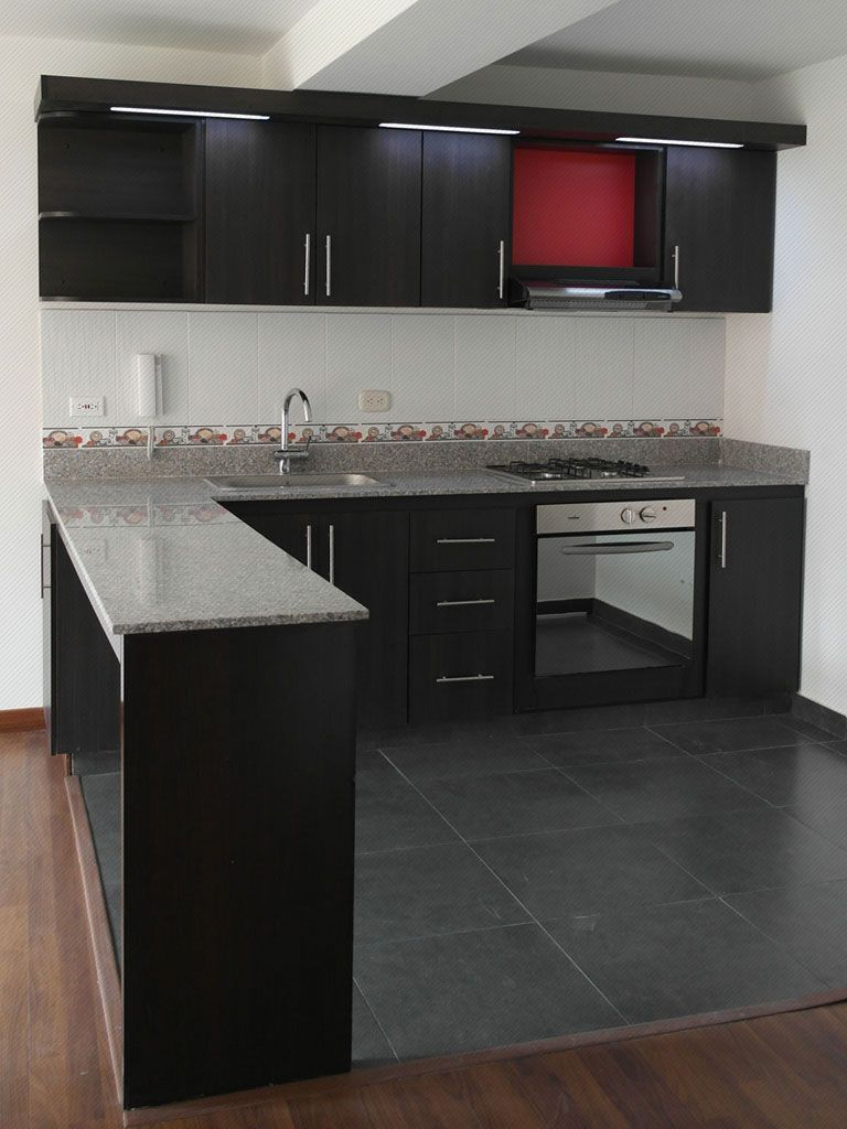 Cocina integral enchapada en formica color wengue mes n for Marmol color chocolate