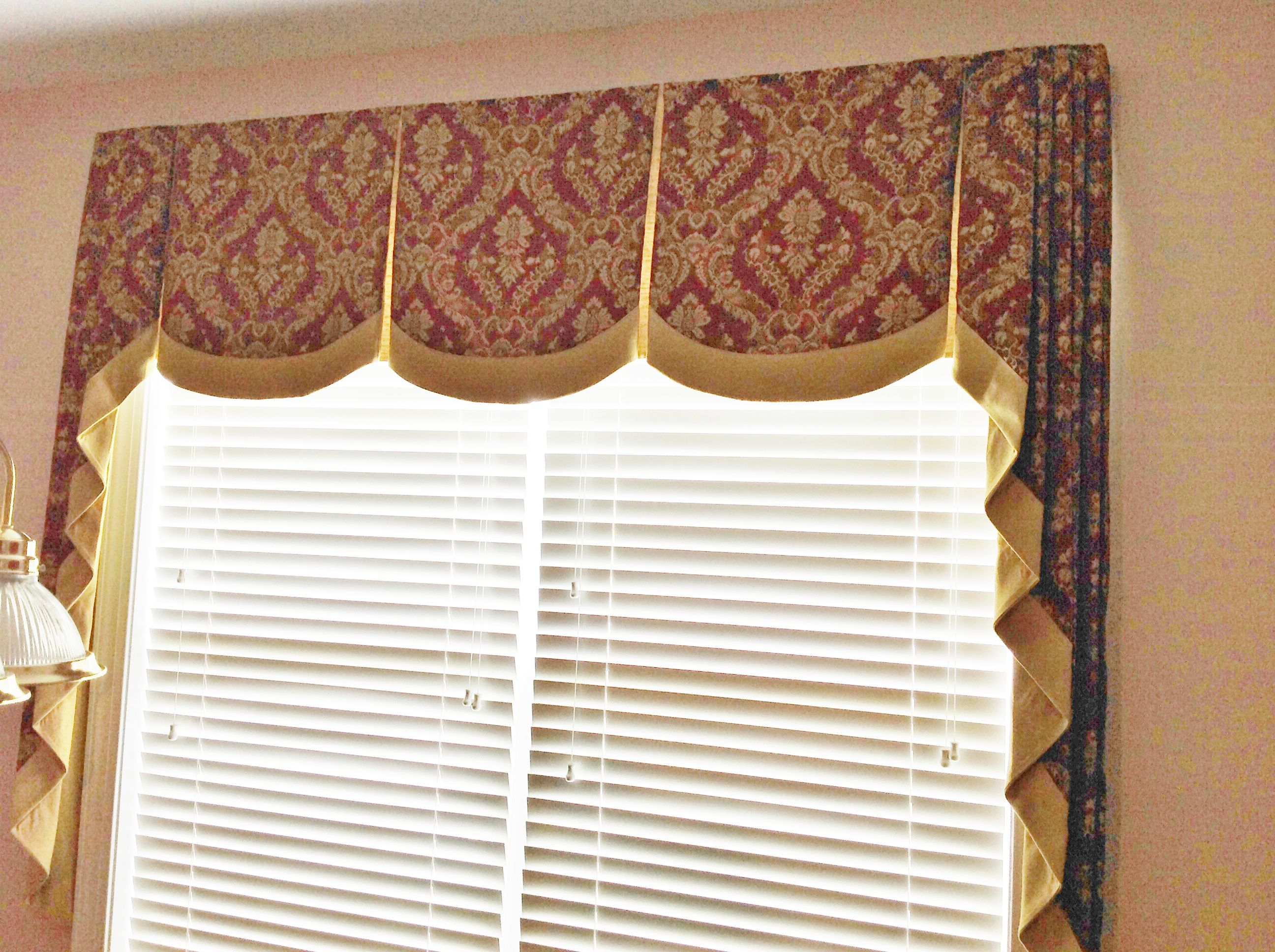 Scalloped Box Pleat Valance With Cascades