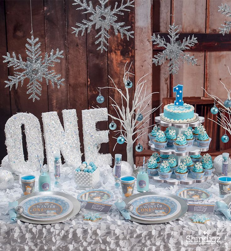 Celebrating a winter 1st birthday? Our Winteronederland theme will give you the warm and fuzzy feeling. Available in pink for a girl 1st birthday party or blue for a boy first birthday party! #boybirthdayparties