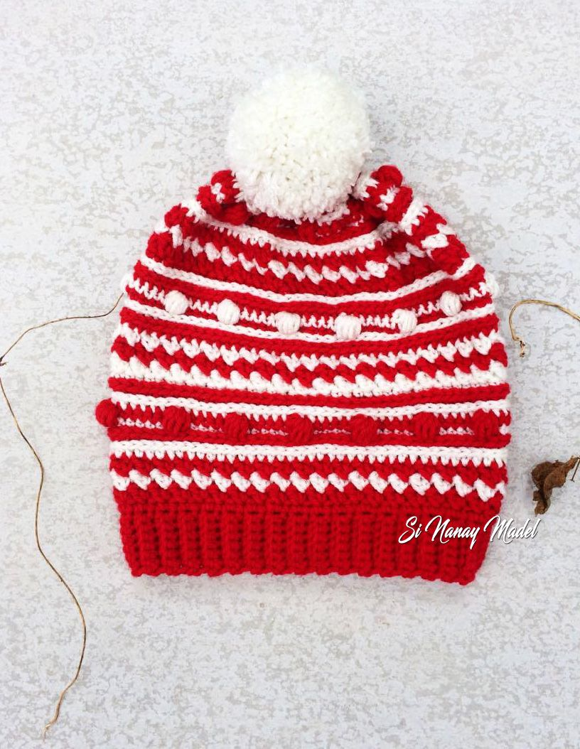 Red and White Bobble Hat | Deberes