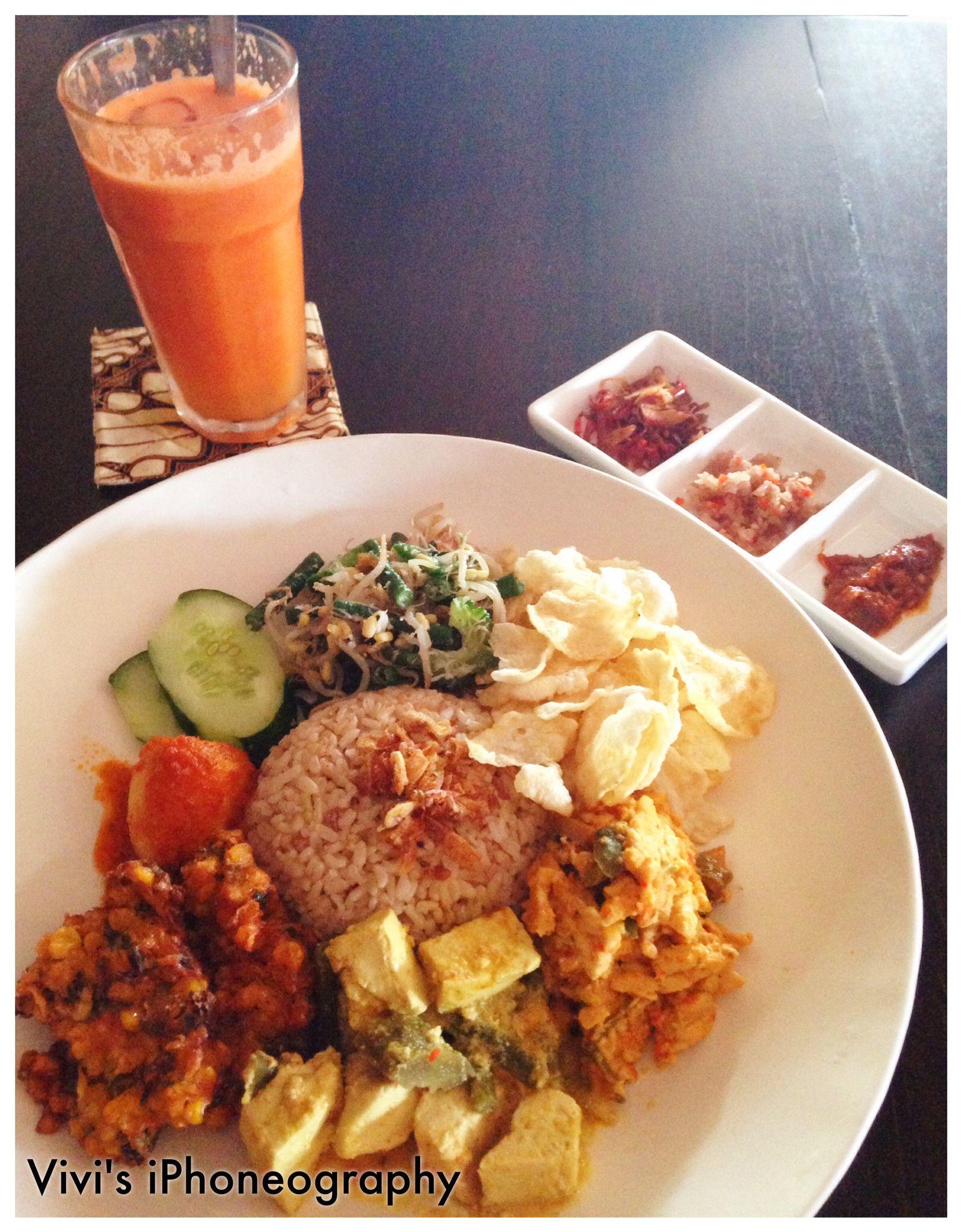 Traditional Indonesian Fast Food Balinese Mix Rice Plate Balinese Nasi Campur At Warung Batu Jimbar Sanur Bali Indonesian Food International Recipes Food