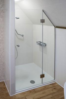 Pin Von Diana Leix Auf Badezimmer Badezimmer Dachschrage