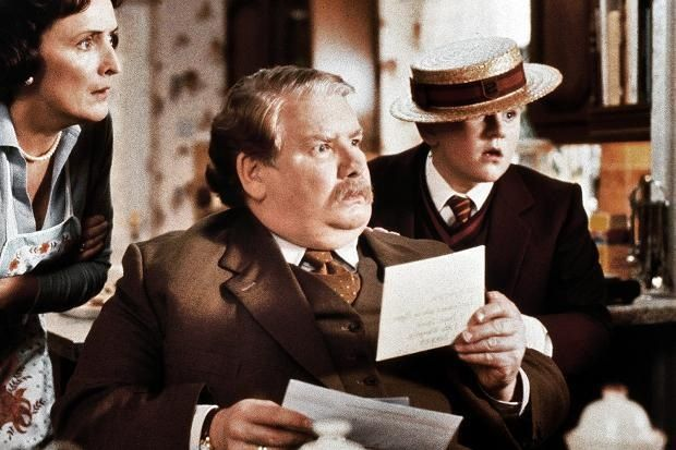 Richard Griffiths Uncle Vernon Has Passed Away Rip Interestingly Enough He Shared A Birthday Wit Harry Potter Scene Always Harry Potter Harry Potter Cast