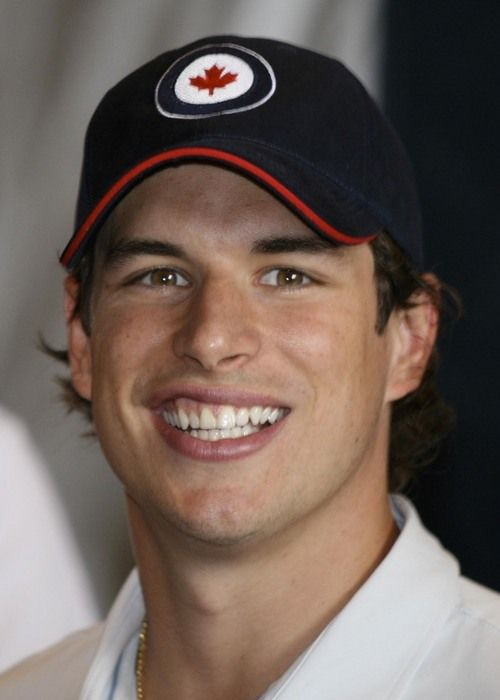 Pin By Traci Styles On Penquins 2 Sidney Crosby Hot Hockey Players Beautiful Men Faces