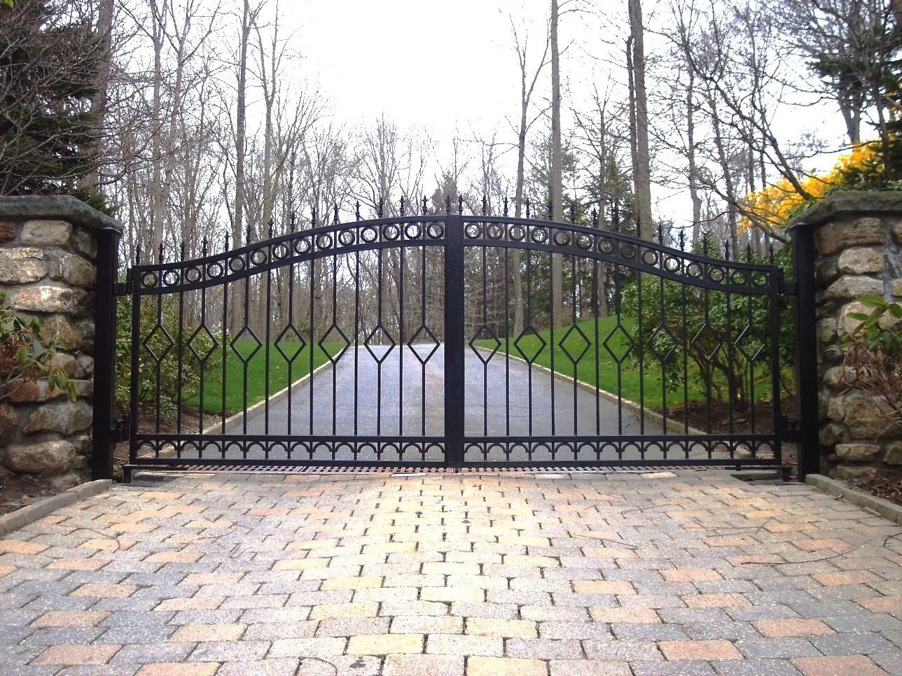 I Built A Double Swinging Redwood Gate Span Of 14 Feet Here Is How To Do It With No Sagging Gate Outdoor Decor Building