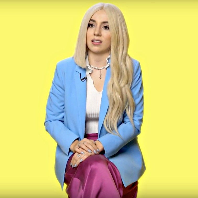 Ava Max S Sweet But Psycho Speeding Towards Third Week At Number 1 Ava Max S Smash Hit Sweet But Psycho Is On Course To Keep Its Pla Max Singer Celebs Singer