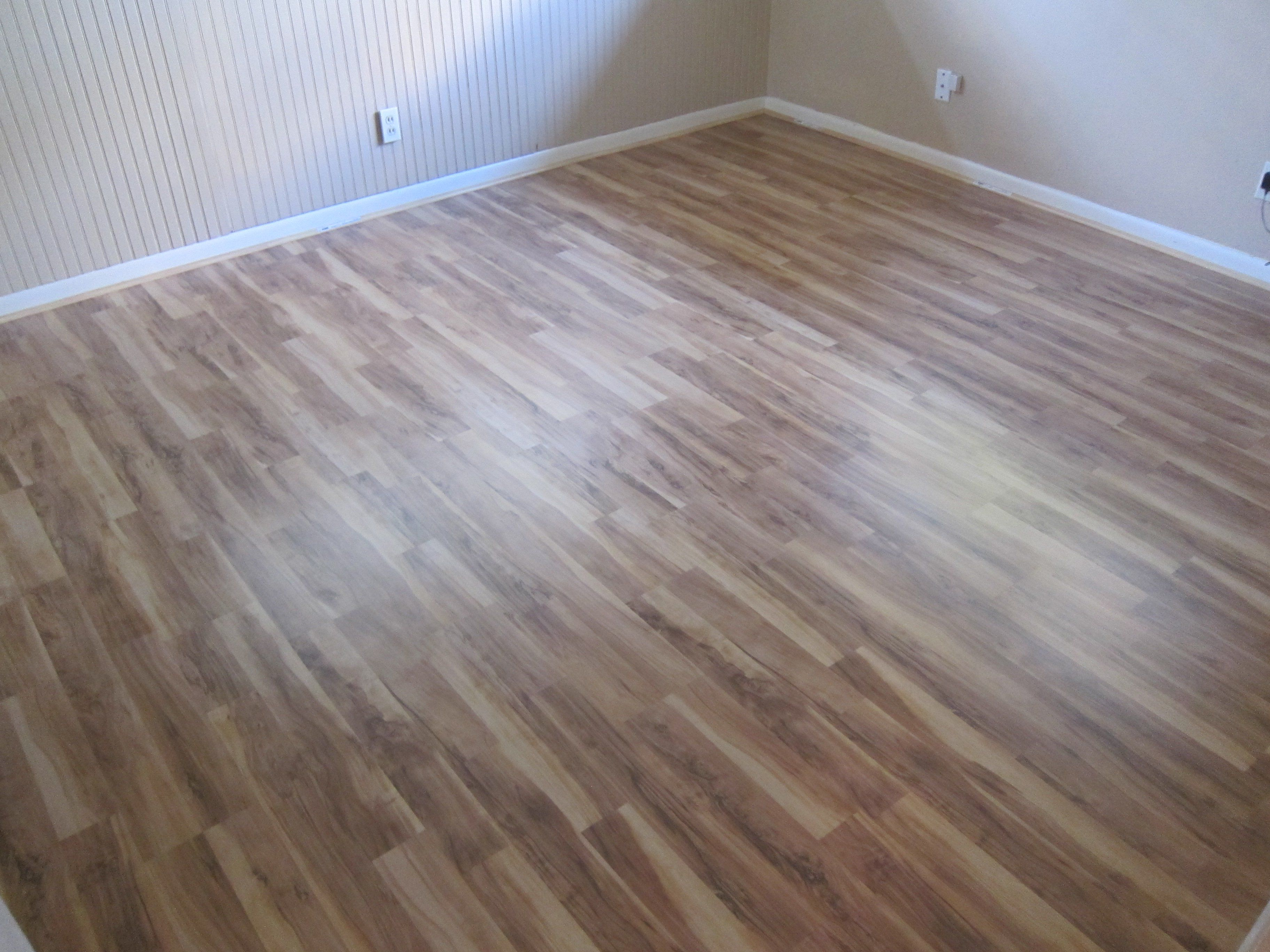 Glueless Laminate Flooring Benefits And Features In 2020