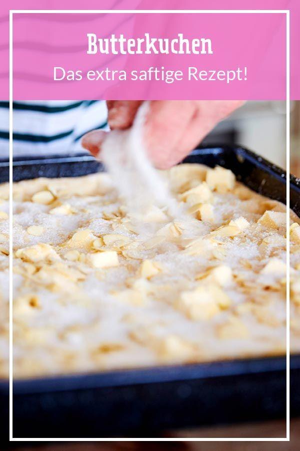 Von wem wir das grandiose Butterkuchen-Rezept haben? Natürlich von Oma! So gelingt der Klassiker garantiert und wird super fluffig und saftig. #blechkuchen #butterkuchen #kuchen #backen #rezepte #omasrezepte #hefekuchen #hefeteig