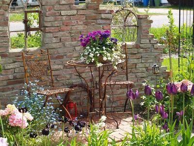 Frühling an der Ruinenmauer Garten Pinterest Ruinenmauer - sitzplatz im garten mit steinmauer