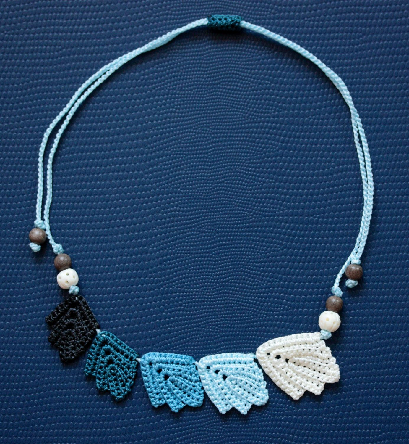 crochet leaves necklace
