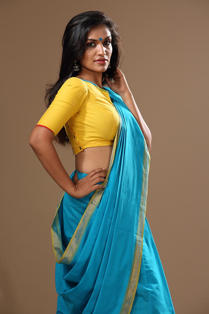 Wife in tight saree ass