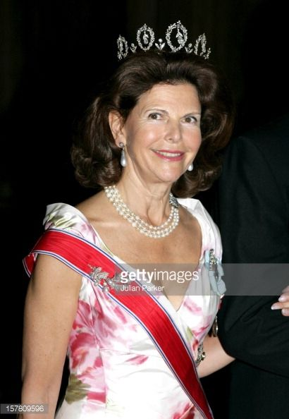 Sept. 2005 - Here is Queen Silvia of Sweden with her Norwegian sash and the Connaught Tiara. King Harald, Queen Sonja & Crown Prince Haakon Of Norway on state Visit to Sweden. Gala Dinner At The Royal Palace In Stockholm.