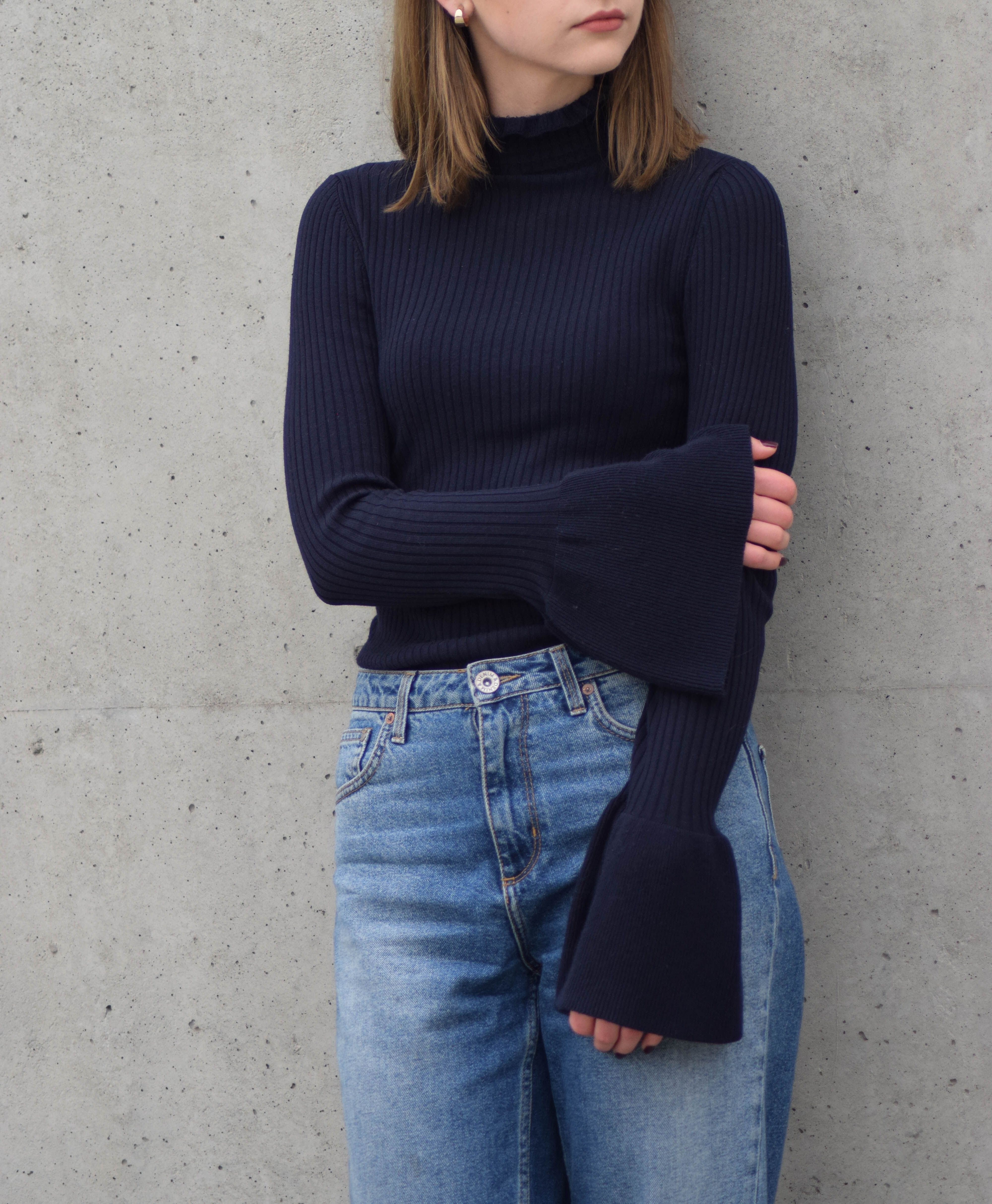 Oversized sleeves, navy, blue and gold. More on afnewsletter.com ...