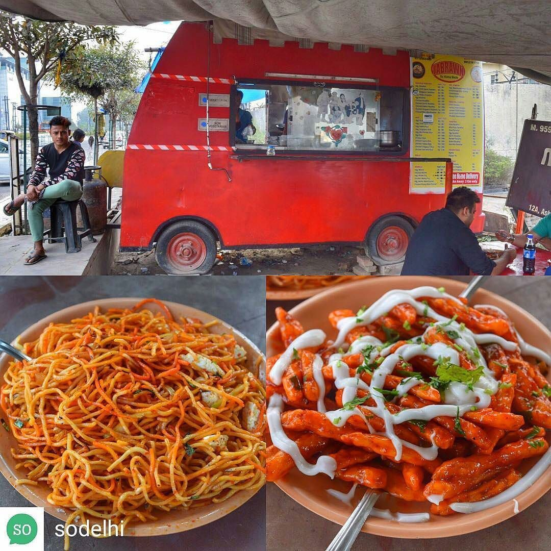 Via Sodelhi A Hotspot Opposite The New Amity Parking Jabrawn Is Taking Ncr By Storm With Their Delicious Chi Chinese Street Food Food Honey Chilli Potato