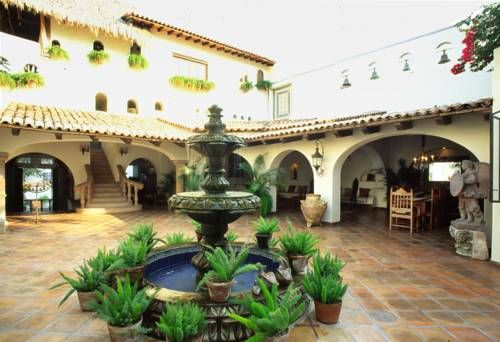 Hacienda San Angel Puerto Vallarta Offering an outdoor pool and a restaurant, Hacienda San Angel is located in Puerto Vallarta. Free WiFi access is available. Gustavo Diaz Ordaz Airport is 9.2 km from the property.