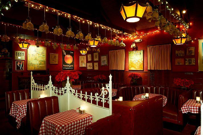 Welcome To Dan Tana S Italian Restaurant Decor Los Angeles Restaurants Restaurant