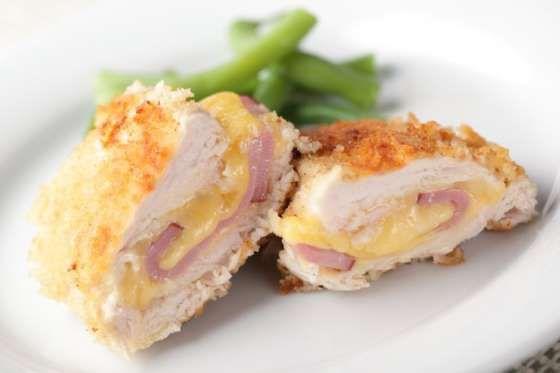Para fazer estes deliciosos cordons-bleus caseiros, você vai precisar de escalopes de frango finos e... - Receitas sem Fronteiras
