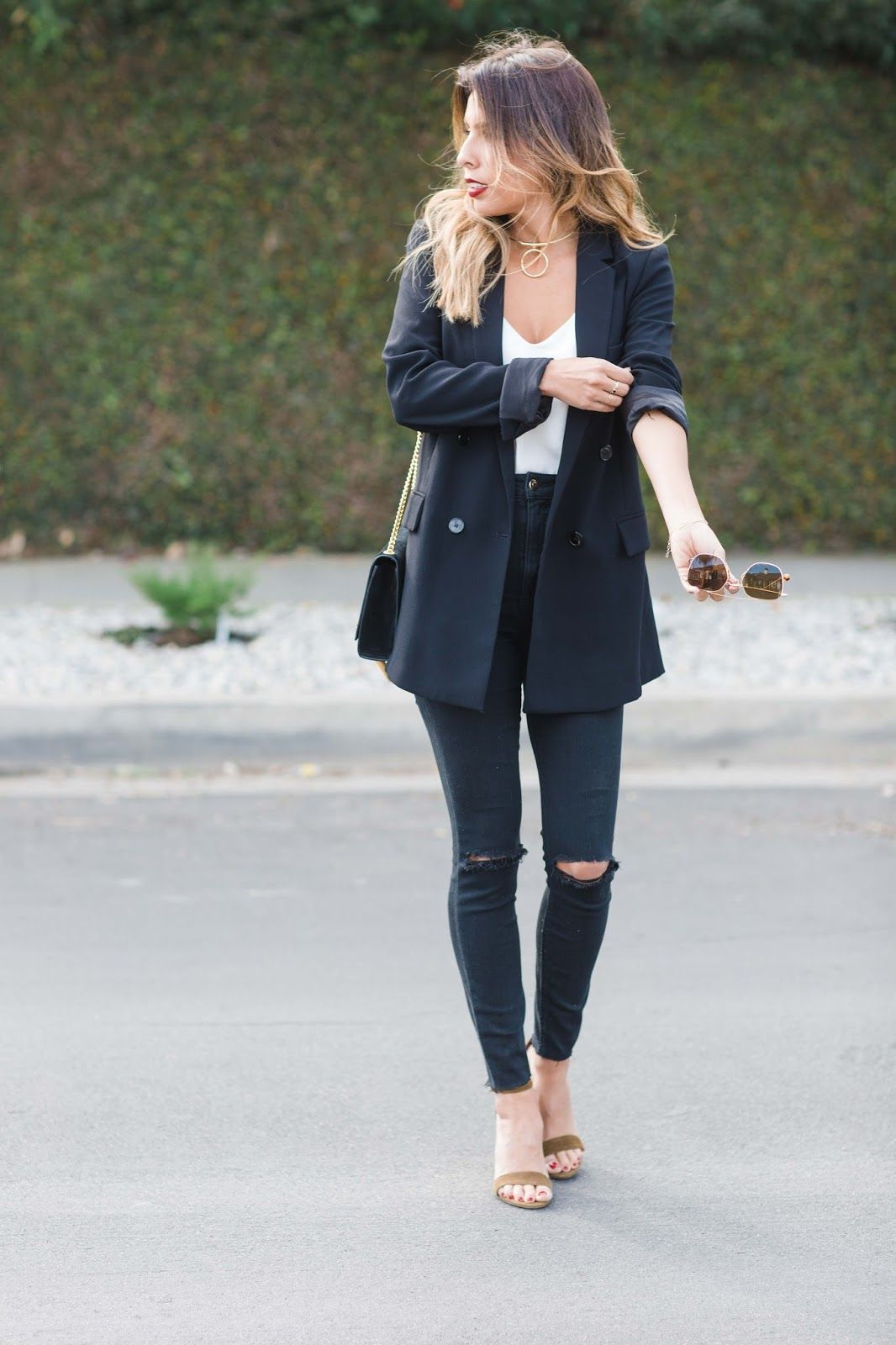 8900ab1c06ea how to wear oversized blazer, blazer outfit, what do I need in my closet, oversized  blazer and jeans