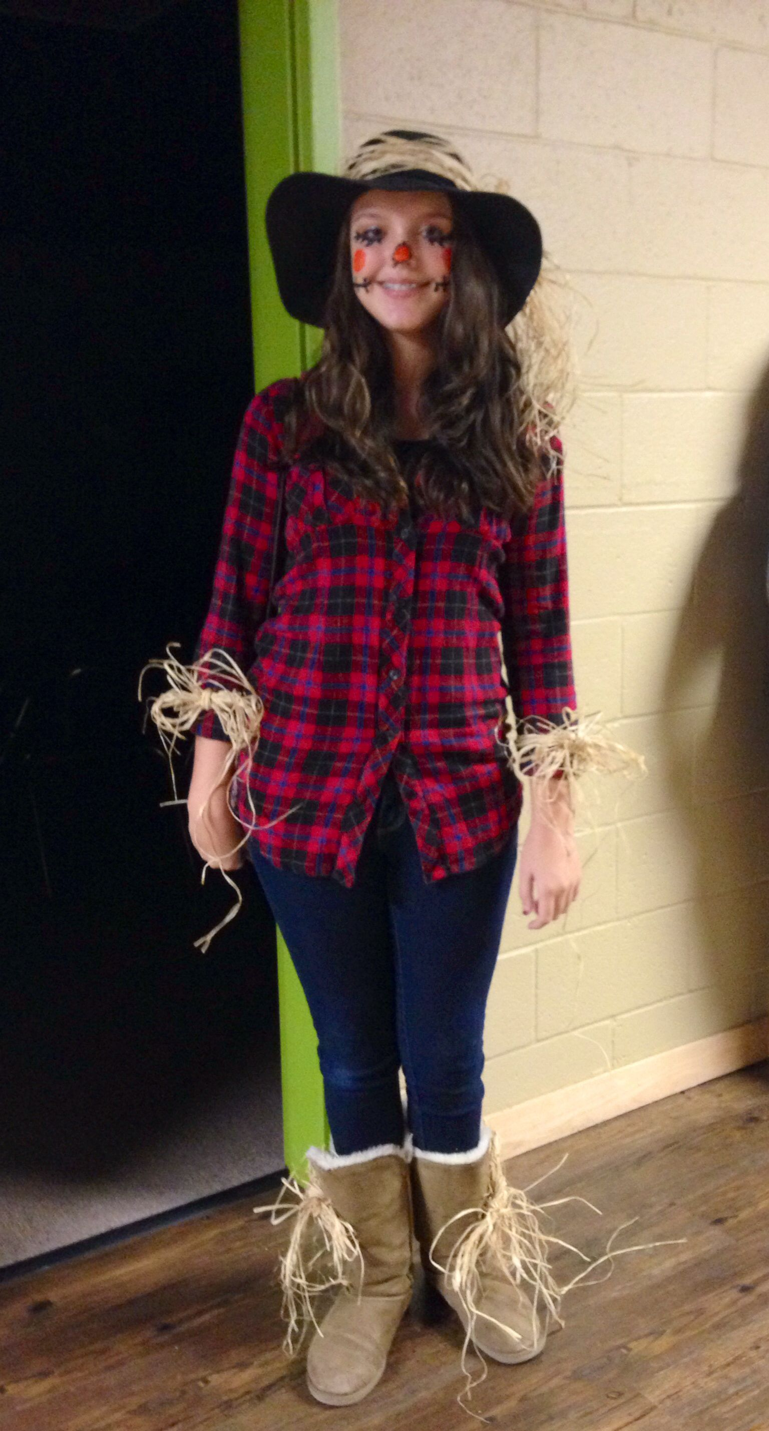 Scarecrow Halloween outfit. Cute and simple Diy
