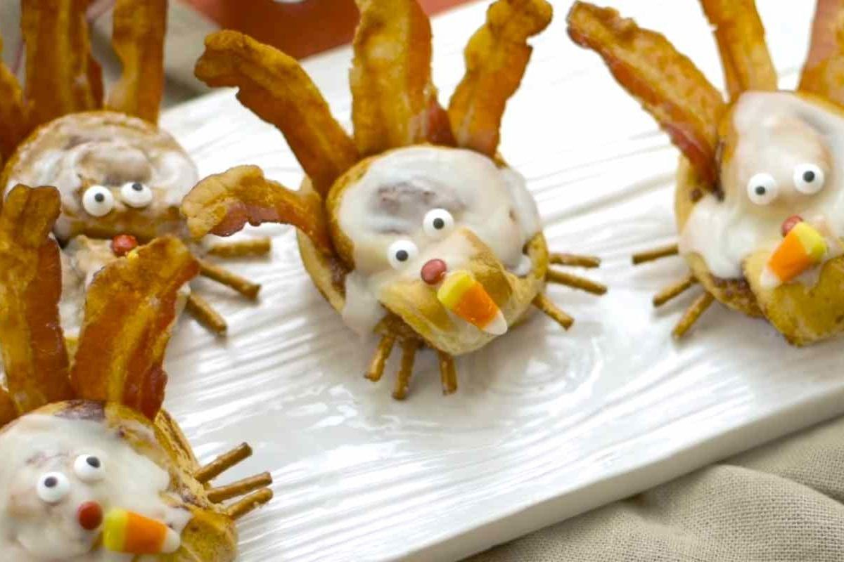 These Cinnamon Roll Turkeys Are The Most Adorable Thanksgiving Breakfast