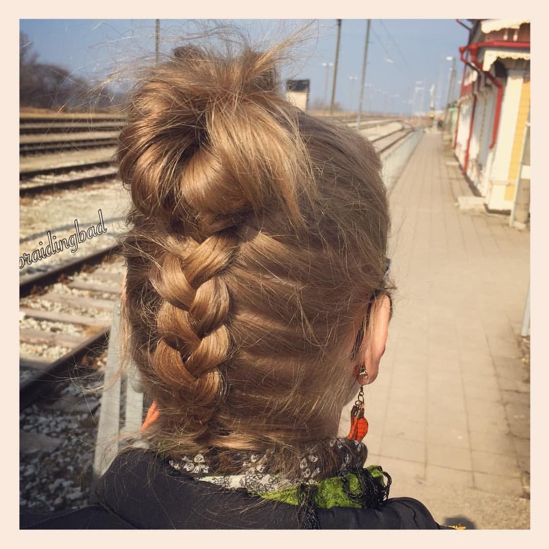 "115 tykkäystä, 3 kommenttia - Heli (@braidingbad) Instagramissa: ""#dutchbraid into a #messybun on my sister ❤ . . #braidinghair #braidideas #instabraids…"""