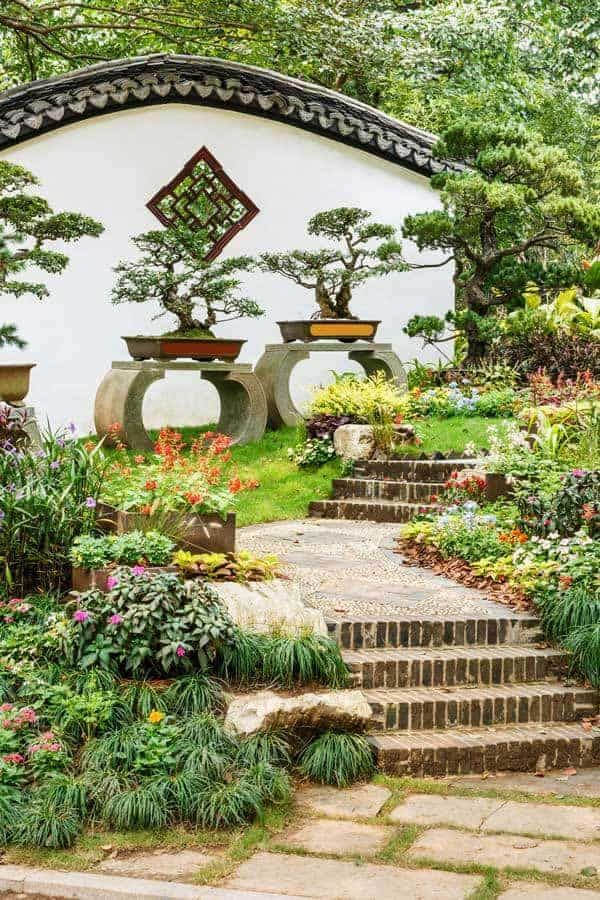 Small Japanese Garden Transforms This Backyard  Watch is part of Japanese garden, Small japanese garden, Small garden design, Japanese garden design, Front garden design, Garden layout - When faced with a postage stamp backyard many homeowners think they have few options  A small Japanese garden design doesn't even