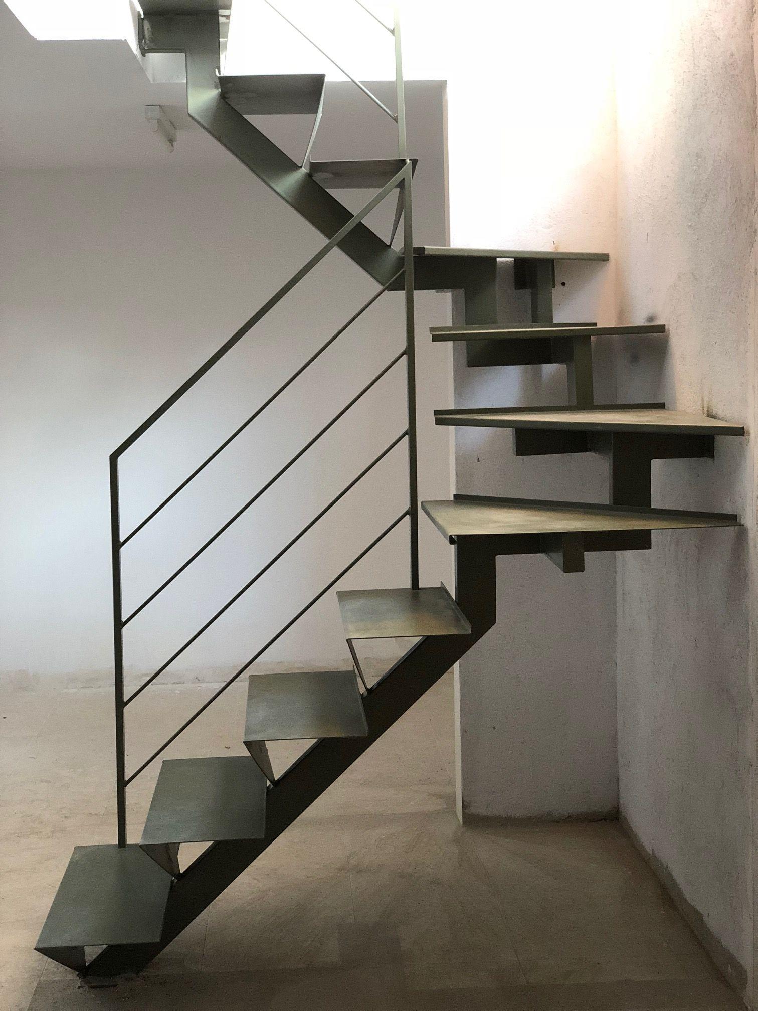 Escalera recta met lica en 2019 montajes e instalaciones for Escalera metalica para exteriores