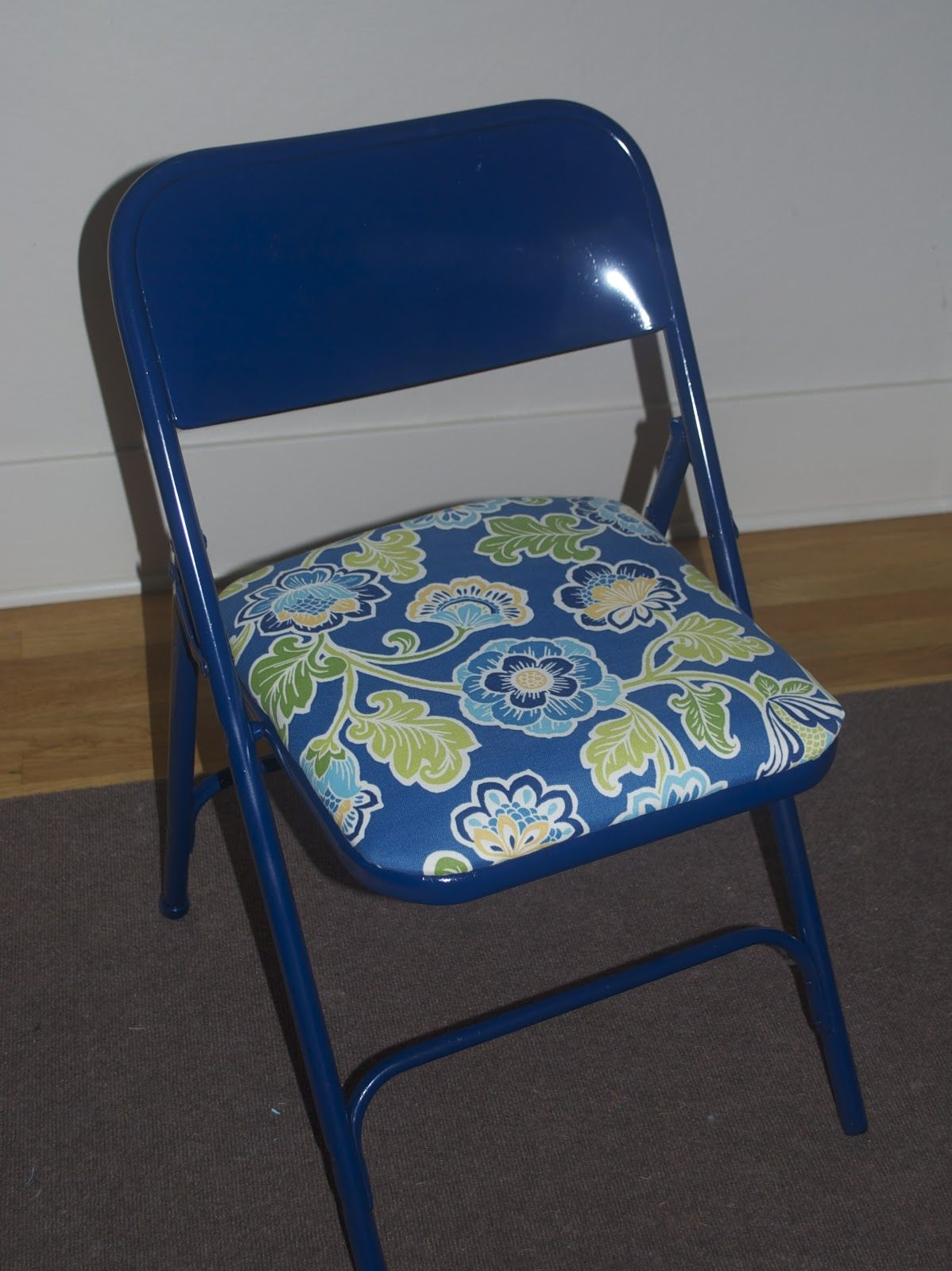 Cute Folding Chairs Diy Metal Folding Chair Spray Painted Reupholstered Makeover
