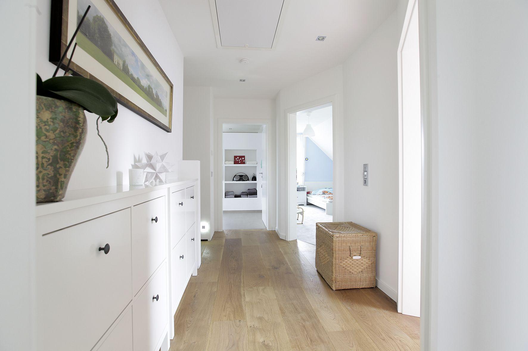 Heller Flur im Obergeschoss | Bauideen | Wohnraum | Pinterest ...
