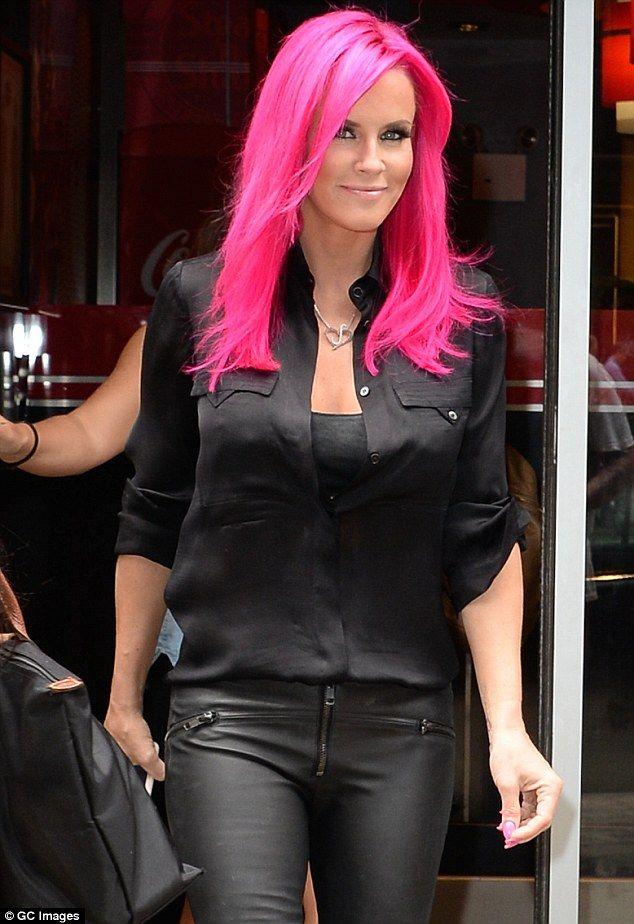 Bold And Bright Jenny Mccarthy Debuts Magenta Pink Hair On
